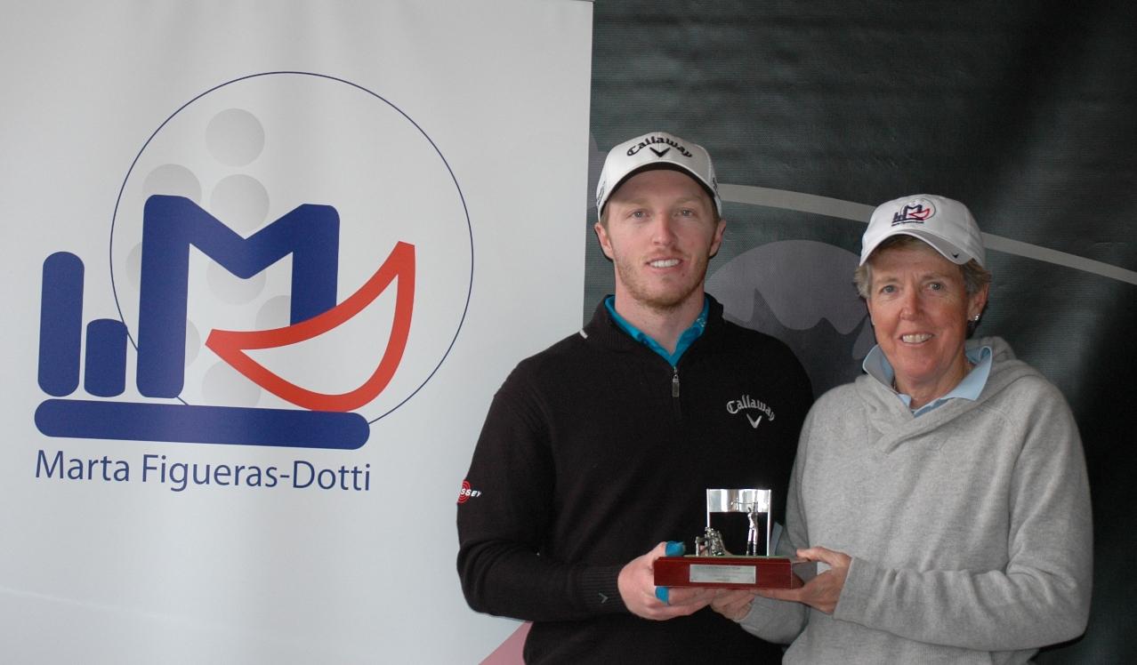Jacobo Pastor, ganador de las dos pruebas celebradas en 2015, junto a Marta Figueras-Dotti, patrocinadora del torneo de La Moraleja.