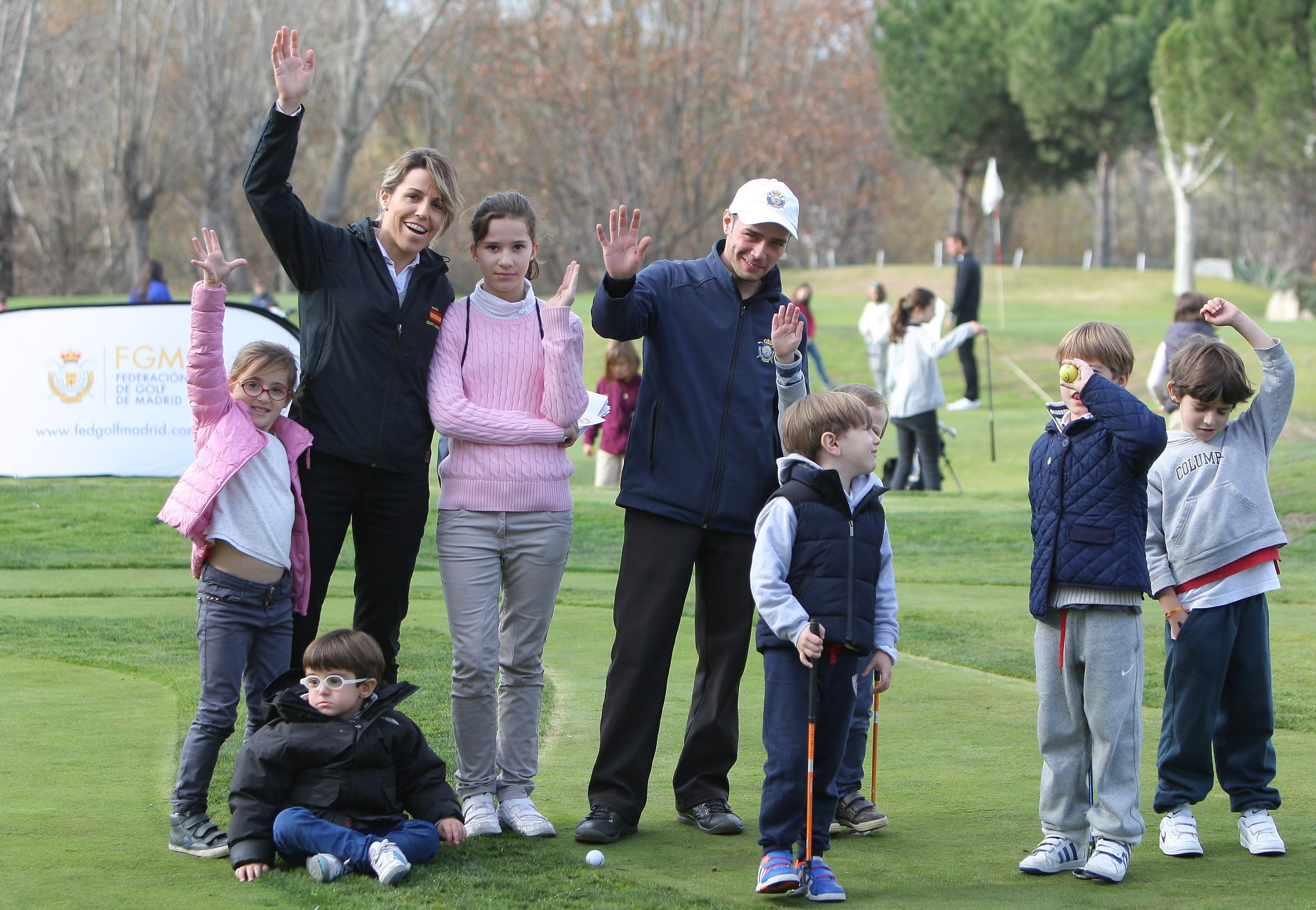 """""""Un niño, un libro"""": golf, solidaridad y valores en familia."""