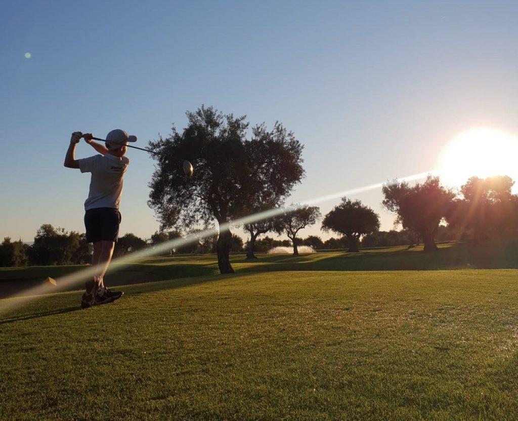 Niño disputando el Circuito Miguel Ángel Jiménez en Lauro Golf