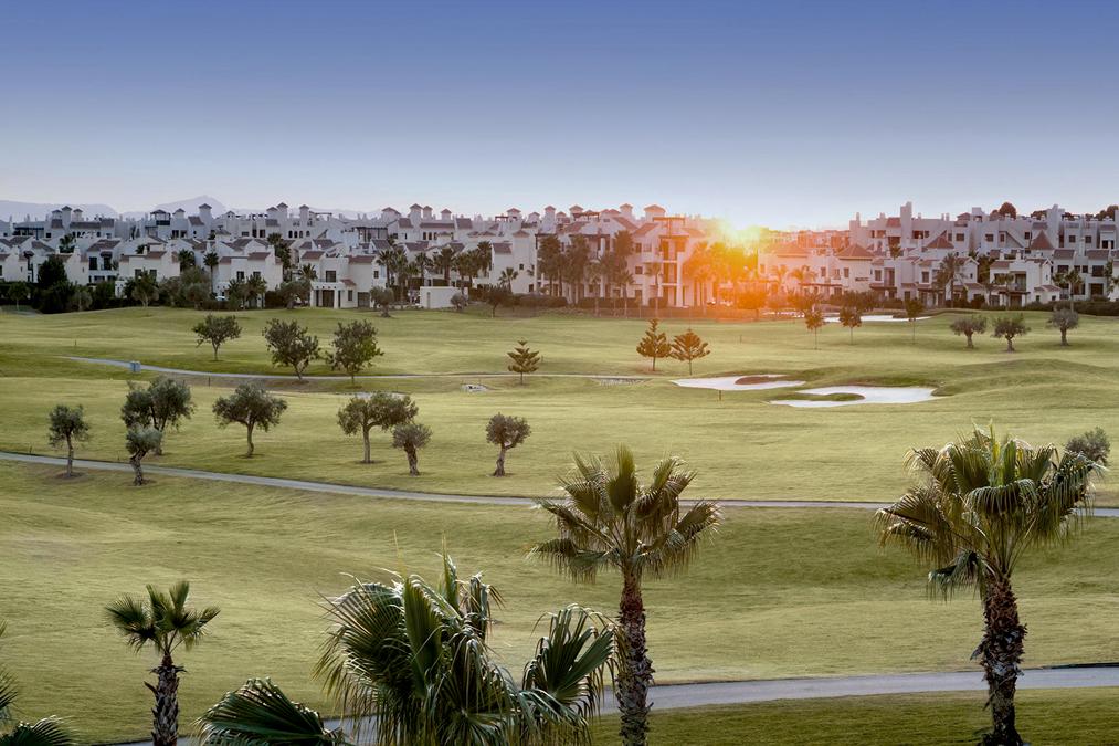 La Roda Golf en Murcia. Resort al fondo