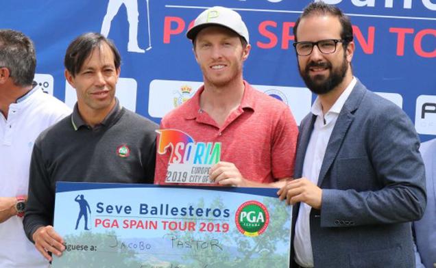 Jacobo Pastor recibe el premio tras ganar en Soria